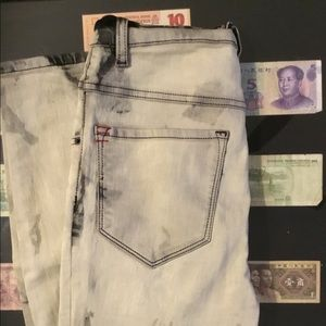 BDG Jeans - High-Rise Distressed Jeans
